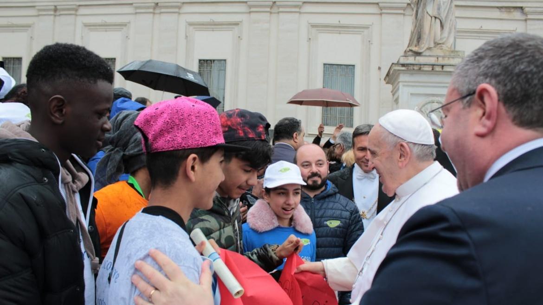 TGCOM24, i ragazzi di Mondo Migliore sulla jeep di Papa Francesco