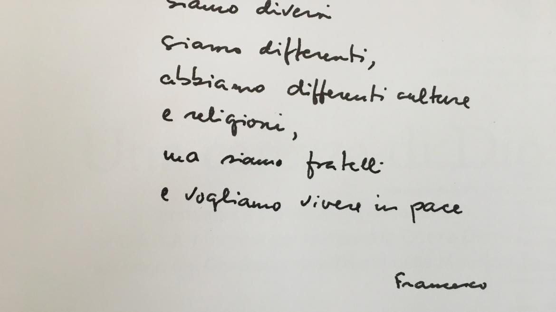 """Il chirografo del Papa per il libro di Auxilium """"Una carezza di Dio"""""""