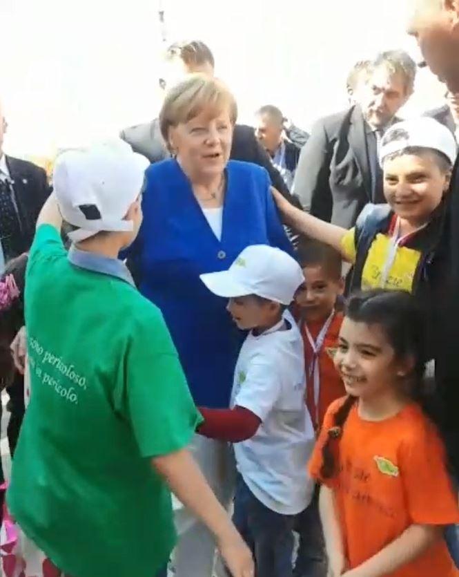 Angela_merkel_angelo_chiorazzo_bambini_auxilium