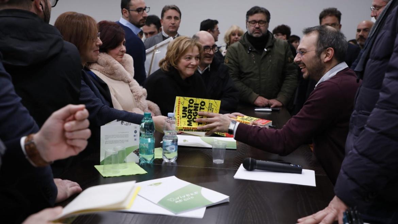 """Nella sede Auxilium di Senise, Paolo Borrometi presenta il suo libro """"Un morto ogni tanto"""""""