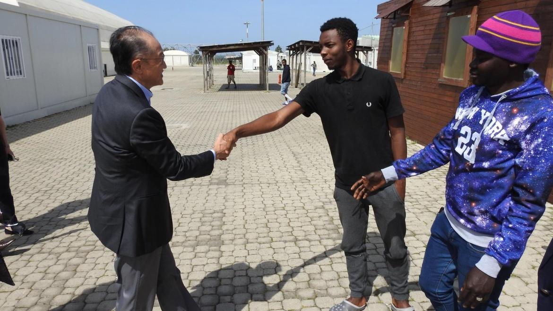 Il presidente della Banca Mondiale Jim Yong Kim visita il CARA Auxilium di Bari