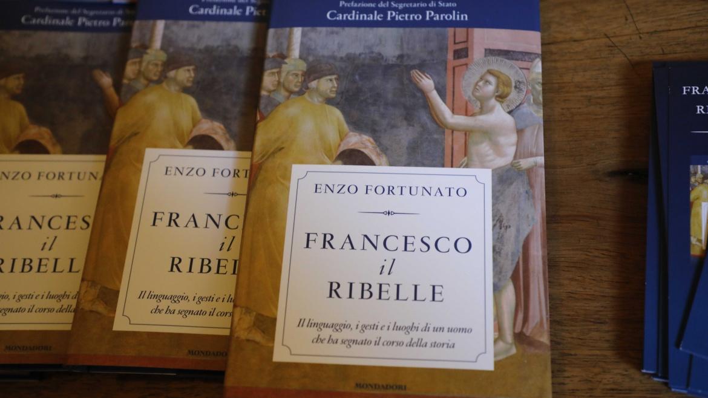 Francesco il Ribelle – La presentazione del libro di padre Enzo Fortunato