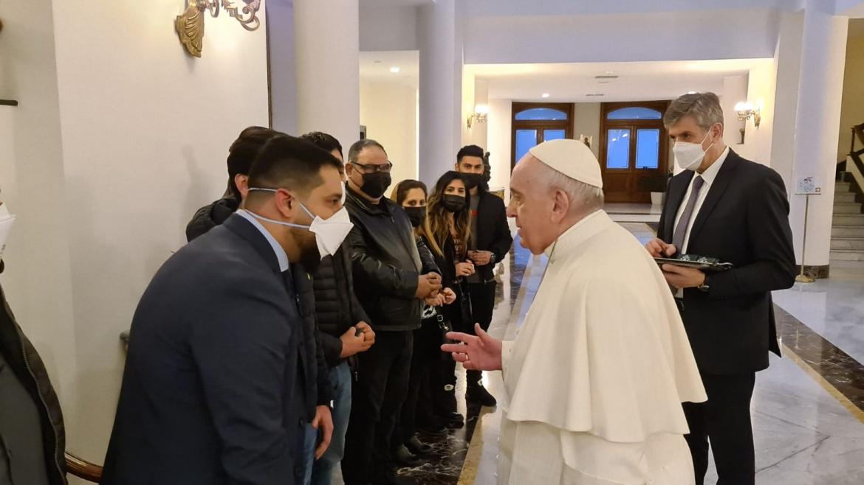 La Nuova del Sud, La carezza del Papa ad un gruppo di rifugiati iracheni accolti dalla cooperativa Auxilium