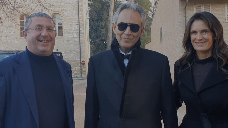 Andrea Bocelli augura Buon Natale ai lavoratori Auxilium